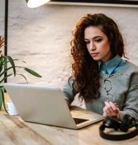 Jak stworzyć platformę e-learningową